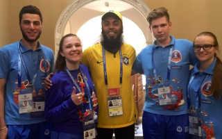 Волонтёры на чемпионате мира по футболу в 2020 году